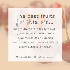 Natural Skin Remedies The best fruits for glowing skin are super high in antioxidants and super low in ageing sugar. Not all fruits are equals my friend. Click the Skin Tips, Skin Care Tips, Organic Skin Care, Natural Skin Care, Natural Beauty, Natural Face, Organic Beauty, Organic Makeup, Fruits For Glowing Skin