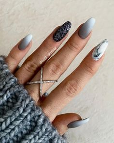 Natural Nail Care Salon Columbia Mo under Everyday Nail Care Routine although Na… Natürliche Nagelpflege Salon Columbia Mo unter täglichen. Gray Nails, Burgundy Nails, Burgundy Color, Grey Nail Art, Nude Color, Black Nails, White And Silver Nails, Matte White Nails, Grey Acrylic Nails