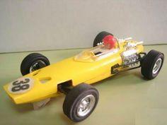 Mi padre tuvo un Scalextric de pequeño con los coches parecidos a este. Eran los que más me gustaban.Bólido Scalextric GP 21