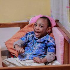 Abasiono foi abandonado em frente a um hospital. Uma juíza nigeriana entregou seus cuidados ao Caminho Nações. Abasiono tem paralisia cerebral e precisa de cuidados especiais cadeira de todas e uma cuidadora exclusiva sempre pertinho dele. Você pode ajudar a cuidar de Abasiono. Acesse: http://ift.tt/1NQO4cB #Caminhonacoes #wn #vemevetv #Africa #Nigeria #factoryofhope #one #ywam #child #childhood #Love by caminhown http://bit.ly/dtskyiv #ywamkyiv #ywam #mission #missiontrip #outreach