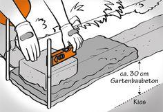 Heimwerker setzt Steine in Mörtelbett und prüft die Gartenmauersteine mit einer Wasserwaage.