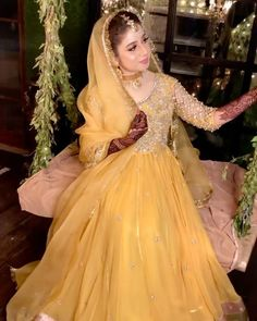Pakistani Party Wear Dresses, Bridal Mehndi Dresses, Asian Bridal Dresses, Beautiful Pakistani Dresses, Pakistani Wedding Outfits, Indian Bridal Outfits, Pakistani Bridal Dresses, Pakistani Dress Design, Fancy Dress Design