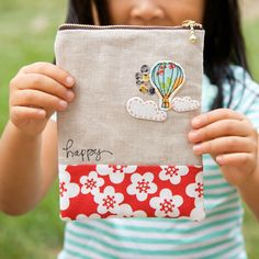 Sweet little zipped pouch with a tutorial.  Perfect for storing a child's toys or colouring supplies when out and about.