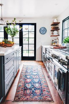 How to find the right Antique rug for the kitchen