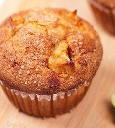 Appel Lijnzaad Muffins. Die moet je echt proeven. Heerlijk koolhydraatarm tussendoortje. Makkelijk Afvallen door gezond, koolhydraatarm eten! #koolhydraatarm #muffin #gezond #appel