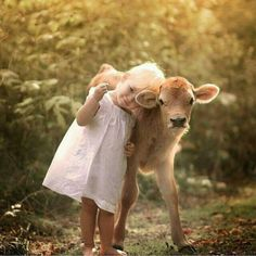 Los niños que respetan a los animales, serán mejores adultos.🌸🌹♥️ Children who respect animals will be better adults. Animals For Kids, Cute Baby Animals, Animals And Pets, Funny Animals, Precious Children, Beautiful Children, Beautiful Creatures, Animals Beautiful, Cute Kids