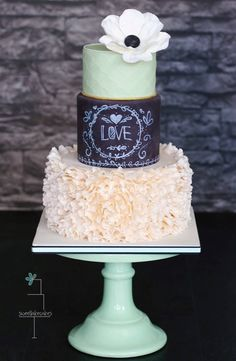 Chalkboard cake with ruffles and anemone / Krijtbord taart met ruffles en anemoon Gorgeous Cakes, Pretty Cakes, Amazing Cakes, Fondant Cakes, Cupcake Cakes, Cupcakes, Lake Cake, Chalkboard Cake, Chalkboard Wedding