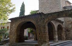 Aubignan - Typique village provençal, Aubignan est un point de départ idéal pour découvrir le Lubéron et la Provence.