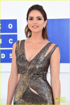 Shelley Hennig at the MTV Video Music Awards 2016