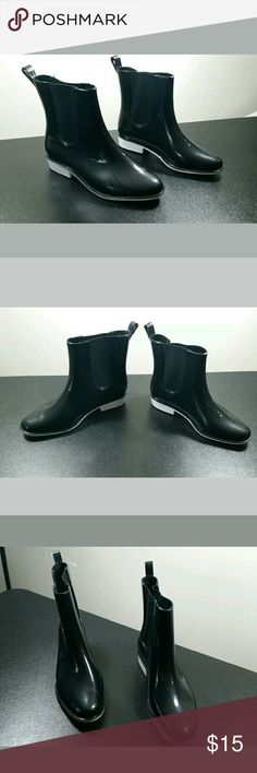 Black Rain Boots with White Sole Air Balance Solid Black Upper with White Sole Women's Rain Boots  Women's Size 9  Excellent Used Condition - Purchased New, Wore Once.  I am a true 8.5 but found these on sale and just had to have them.  Unfortunately, they are too big for me.    Smoke free, pet friendly Air Balance Shoes Winter & Rain Boots