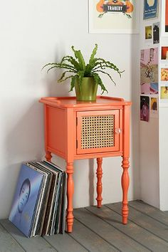cute side table http://rstyle.me/n/hwt2vr9te
