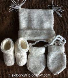 Talla:0-3 meses Materiales necesarios: 50 g de lana Peques de Katia, agujas nº 2,5, y una aguja para coser. Realizado a punto bobo. Mu... Baby Mittens Knitting Pattern, Knitting For Kids, Baby Patterns, Knit Patterns, Crochet Baby, Knit Crochet, Baby Candy, Bebe Baby, Knitted Booties