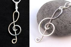 Easy Jewelry Tutorial : Wire Wrapped Treble Clef Pendant or Earrings Wire Wrapped Jewelry, Wire Jewelry, Handmade Jewelry, Silver Jewelry, Craft Jewelry, Wire Earrings, Crochet Earrings, Jewellery, Bijoux Fil Aluminium