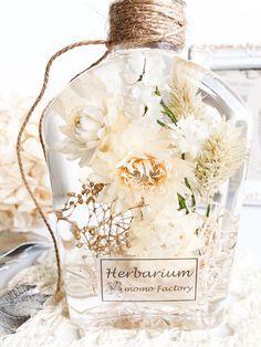 Milk ハーバリウム クリスマス ギフト Flower Crafts, Flower Art, Room Scents, Homemade Essential Oils, Flower Bottle, Forever Flowers, Dry Plants, Flower Aesthetic, Botanical Art
