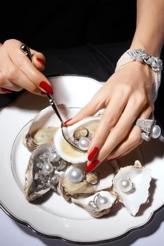 Looking for Oysters? Washington state's oysters are among the best in the US. Do It Yourself Fashion, Luxe Life, Jewelry Photography, Product Photography, Art Photography, Girls Best Friend, Pearl Jewelry, Golden Jewelry, Diamond Jewelry