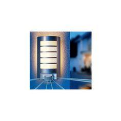 STEINEL L12S Ute Vägglampa med Sensor Smidig och effektiv vägglampa från Steinel som tänds när en värmekälla närmar sig (människa eller bil). Lampan kan lysa mellan 10sekunder- 15minuter, räckvidden är ca 10 meter och bevakningsvinkeln är ca 180°. Höjd 28cm Bredd 21,2cm Djup 12cm Effekt max 60W Sockel E27 Ljuskällor Ingår ej Färg Grå Material Polykarbonate Energiklass A++-E IP Klass IP44 ...