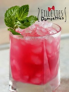 It's called Petite in Pink (sparkling wine, lemonade, and cranberry - under 150 calories). I love cocktails. With or without alcohol I don't mind. It's cold and fresh and I like my drinks when it's cold. I don't really like hot drinks. Summer Cocktails, Cocktail Drinks, Cocktail Recipes, Cocktail Glass, Lemonade Cocktail, Cocktail Shaker, Sparkling Lemonade, Drink Recipes, Party Drinks