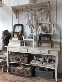 Shabby Cottage Archives - Cute Home Designs Country Look, French Country House, French Country Decorating, Shabby Chic Mode, Shabby Chic Style, Shabby Chic Decor, Shabby Vintage, Vintage Decor, Decoration Shabby