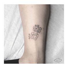 Elbow Tattoos, Head Tattoos, Mini Tattoos, Body Art Tattoos, Small Tattoos, Tatoos, Minimal Tattoo Design, Floral Tattoo Design, Flower Tattoo Designs