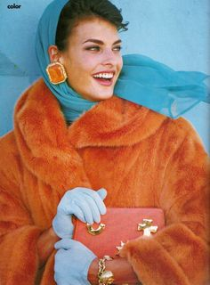"""The News Is Color"", Vogue US, September 1990 Photographer : Patrick Demarchelier Model : Linda Evangelista Linda Evangelista, Fashion Foto, Fashion History, Fashion Models, 80s And 90s Fashion, Retro Fashion, Vintage Fashion, Vintage Beauty, High Fashion"