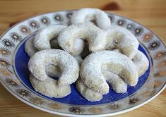 Viennese vanilla rolls - Recipe- Viedenské vanilkové rožky – Recept Recipe for delicious shortcrust pastry, ideal for holiday baking with children. Czech Recipes, Russian Recipes, Ethnic Recipes, Shortcrust Pastry, Baking With Kids, Rolls Recipe, Cookies Et Biscuits, Sweet Desserts, Holiday Baking