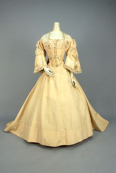 1867-1869, America - Silk and wool wedding dress