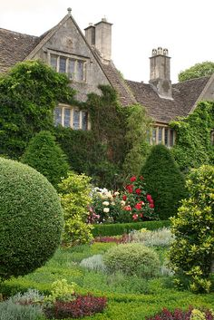 ABBEY HOUSE GARDENS MALMESBURY, Wiltshire.  English.  English Garden.