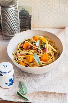 Spaghetti mit Kürbis und Grünkohl | Zeit: 15 Min. | http://eatsmarter.de/rezepte/spaghetti-mit-kuerbis
