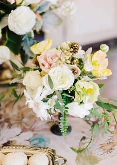 Romantic floral centerpiece | photos by Annabella Charles Photography | 100 Layer Cake