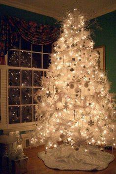 White Christmas Tree with White Christmas Lights White Christmas Lights, Beautiful Christmas Trees, Noel Christmas, Winter Christmas, Christmas Mantels, Victorian Christmas, Pink Christmas, Vintage Christmas, Christmas Tress
