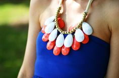 loooove the statement necklace