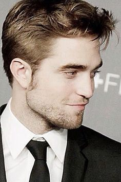 Robert Pattinson... That smirk!