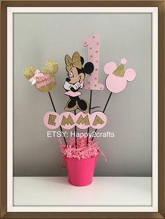 This is a listing for 4 piece set Minnie Mouse centerpiece and personalized age and name Pink and gold theme. *TIN PAIL/BASE NOT INCLUDED* These are made of die cut cardstock papers. Dimensions: Minnie Mouse: 7 height Age: about 7 height Small sillouhette: 3.5 height with pink happy