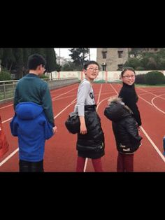 COOL MAGIC TRICK!  Watch teenagers turn into small kids!  Google+