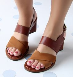 Chie Mihara shoes, sandals, blocs and boots. Buy now original, feminine footwear. Designer shoes of maximum comfort! Sandals Outfit, Girls Sandals, Shoes Sandals, Heels, Pretty Shoes, Beautiful Shoes, Vintage Style Shoes, Kinds Of Shoes, Dream Shoes