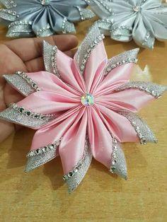 Wonderful Ribbon Embroidery Flowers by Hand Ideas. Enchanting Ribbon Embroidery Flowers by Hand Ideas. Diy Ribbon Flowers, Ribbon Flower Tutorial, Cloth Flowers, Kanzashi Flowers, Ribbon Art, Fabric Ribbon, Ribbon Crafts, Flower Crafts, Ribbon Bows