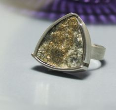 Silver ring with framed stone from the Tyrolean mountains. Matter silver ring with slashed stone. Druzy Ring, Bergen, Rings, Etsy, Jewelry, Ideas, Silver Jewellery, Stones, Jewlery