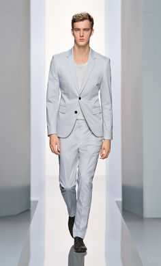 Dress Code-German label Hugo by Hugo Boss enlists Ford Europe model James Smith to showcase part of its spring/summer 2013 offering. Stylish Men, Stylish Outfits, Gifts For Grooms Parents, James Smith, Groom Shoes, Dress Codes, Hugo Boss, Mens Suits, Dress To Impress