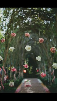 Love this for a wall or decoration under a tent. #wedding #roses #weddingflowers