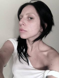 lady gaga no make up and no wig....it is a catastrophe