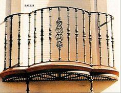 Balcón de Hierro Redondo Sostenido por Ménsulas