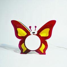 Lampada Butterfly. Lampada da comodino per camerette bambini. #design #plexiglass #designtrasparente #online #bambini #illuminazione #kids