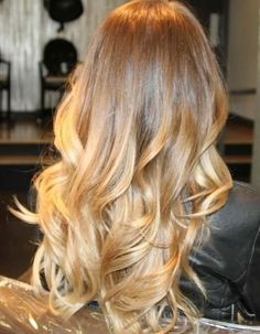Cheveux longs blond miel - Coiffure cheveux longs : 70 coupes de cheveux longs pour un look canon - Elle
