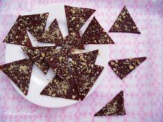 Decor pentru tort din ciocolată şi nuci Baking Basics, Face, The Face, Faces, Facial