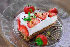 Min gode veninde Sara laver en rigtig dejlig cheesecake, som har inspireret mig til at lave en ernæringsforbedret udgave af den traditionelle cheesecake med flødeost og digestive kiks. Jeg har længe g