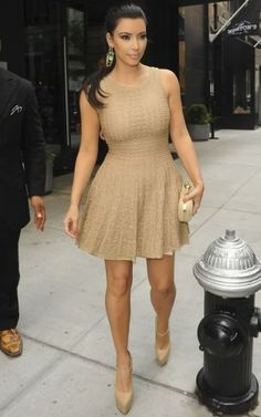 Kim Kardashian wearing Christian Louboutin Lady Daf Platform Mary Jane Pumps Alexander McQueen Knuckle-duster studded suede clutch Azzedine Alaia Asteride Knit Dress Out in New York September 2 2011 Looks Kim Kardashian, Estilo Kardashian, Kardashian Style, Kourtney Kardashian, Kardashian Fashion, Kardashian Kollection, Rihanna, Beyonce, Michelle Trachtenberg