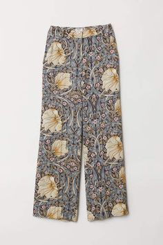 WILLIAM MORRIS & CO. Pants in fabric made from a Tencel™ lyocell and viscose blend with a printed pattern. High waist, zip fly, side pockets, and moc Floral Wide Leg Trousers, Wide Trousers, Wide Leg Pants, Wide Legs, Blumenhosen Outfit, Floral Pants Outfit, Outfit Ideas, William Morris, Flower Crew