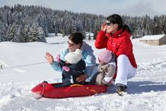 Pinzolo più adatta alle famiglie con bimbi piccoli, Madonna di Campiglio per chi vuole godersi le lunghe sciate nella skiarea Campiglio Dolomiti di Brenta. E ancora Folgaria, Lavarone, Folgarida, Marilleva, Pejo, Passo Tonale, Luserna, Paganella, Andalo. Scopriamo perché il Trentino è il posto perfetto per le famiglie con bambini.