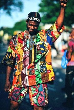 fr aime la mode afro / Taan says: Totally pulling off his african inspired lounge Brooklyn look African Inspired Fashion, African Print Fashion, Africa Fashion, Fashion Prints, Fashion Design, Fashion Men, Fashion Outfits, African Wear, African Attire