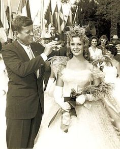 On October 1959 in Crowley, LA, at the Int'l Rice Festival, Senator Kennedy did the honors of crowning the new Rice Queen, Judith Ann Haydel. Senator Kennedy, John F Kennedy, Caroline Kennedy, Jefferson Jackson, Louisiana History, John Junior, John Fitzgerald, Jfk, Popular Culture